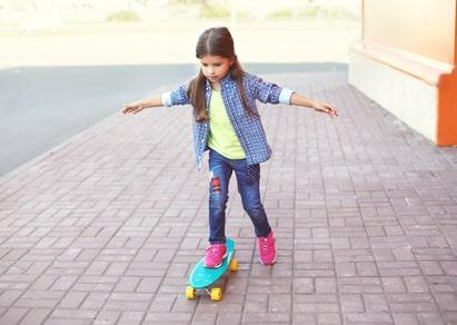 Alleinerziehend mit Kind: Hartz-4-Empfänger, die Kinder unter 3 Jahren haben, können sich auf Unzumutbarkeit berufen.